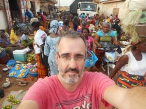 Patxi intenta un chelfi en Costa de Marfil